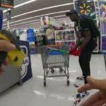 Американские полицейские застрелили покупателя с битой