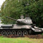 Почему у Т-34 топливные баки беззащитно торчат снаружи
