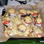 Треска запеченная с помидорами и сыром