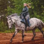 Почему женщины ездили на лошади боком
