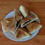 Пирожки из слоеного теста с начинкой из щавеля. Простой видео рецепт