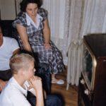 Почему британские семьи до сих пор смотрят черно-белые телевизоры