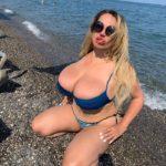 Как живется русской девушке с 14-м размером груди