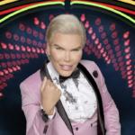 Мужчина кукла-Кена превратился в Барби и показал сексуальную фигуру