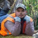 Мужчина установил фотоловушку в лесу. И вот он поймал там кадр, принесший ему популярность — но это не фото животного.