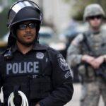 В США полиция разогнала сектантов, собравшихся на пляже вокруг гигантской вагины