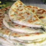 Удивительные лепешки с зеленью и сыром на сухой сковороде — съедаются быстрее, чем их готовишь. Кутабы. Хачапури