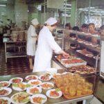 В середине 70–х проводили эксперимент в советской столовой