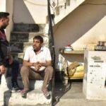 Индиец ослеп из-за самогона и начал кампанию за трезвость: теперь его преследует мафия