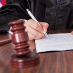 Женщина подала на любовника в суд за то, что он не зовет ее замуж