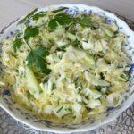 Салат из свежей капусты с яйцами и огурцами
