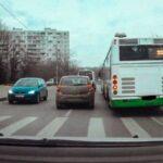 Можно ли объехать автобус если «мешает» сплошная полоса разметки