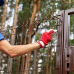 Как установить столбы из профтрубы