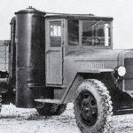 Грузовой автомобиль, который работал на шишках и дровах