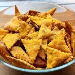 Закуска к пиву или красному сухому вину — чипсы с начинкой «Жгучий пармезан»