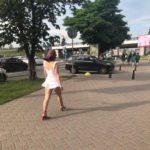 Минчанка прошлась в ультракороткой юбке и стала трендом социальных сетей