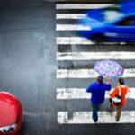 Водителю запрещено двигаться по «зебре», пока пешеход не перешел ее полностью