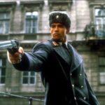 Что за пистолет был у Шварценеггера в «Красной Жаре»