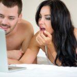 Каждый десятый россиянин считает просмотр порно изменой секс-партнеру