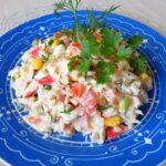 Салат из гавайской смеси овощей с крабовыми палочками