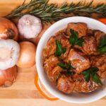 Вкуснейшая свининка в сливочно-луковом соусе